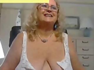 mature woman show big titties webcam