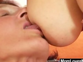 extremly hairy bushy granny gets lesbo with