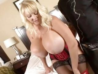 hugetits mature housewife enjoying a fat penis