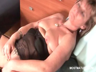 sexy mature in nylons finger fucking her moist