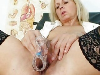 petruse mature pussy speculum gaping and masturbat