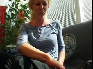 blond mother i acquires her pussy played