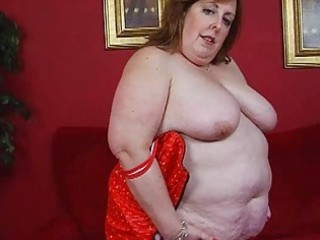 aged fat momma in corset sticks dildo up her