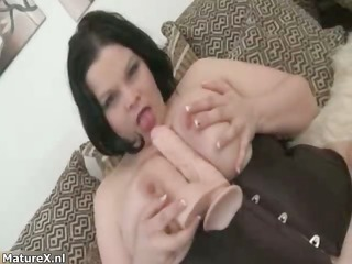 nasty mature wench goes crazy rubbing