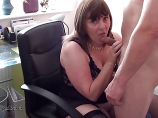 british mother i performs on livecam