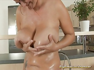 mamma with extreme big naturals